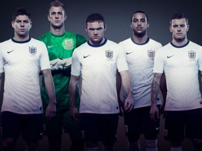NEW England Kit featuring Jack Wilshere & Theo Walcott [Pictures & Video]